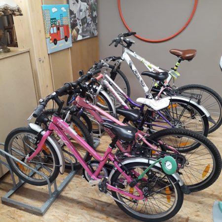Une collection de vélos